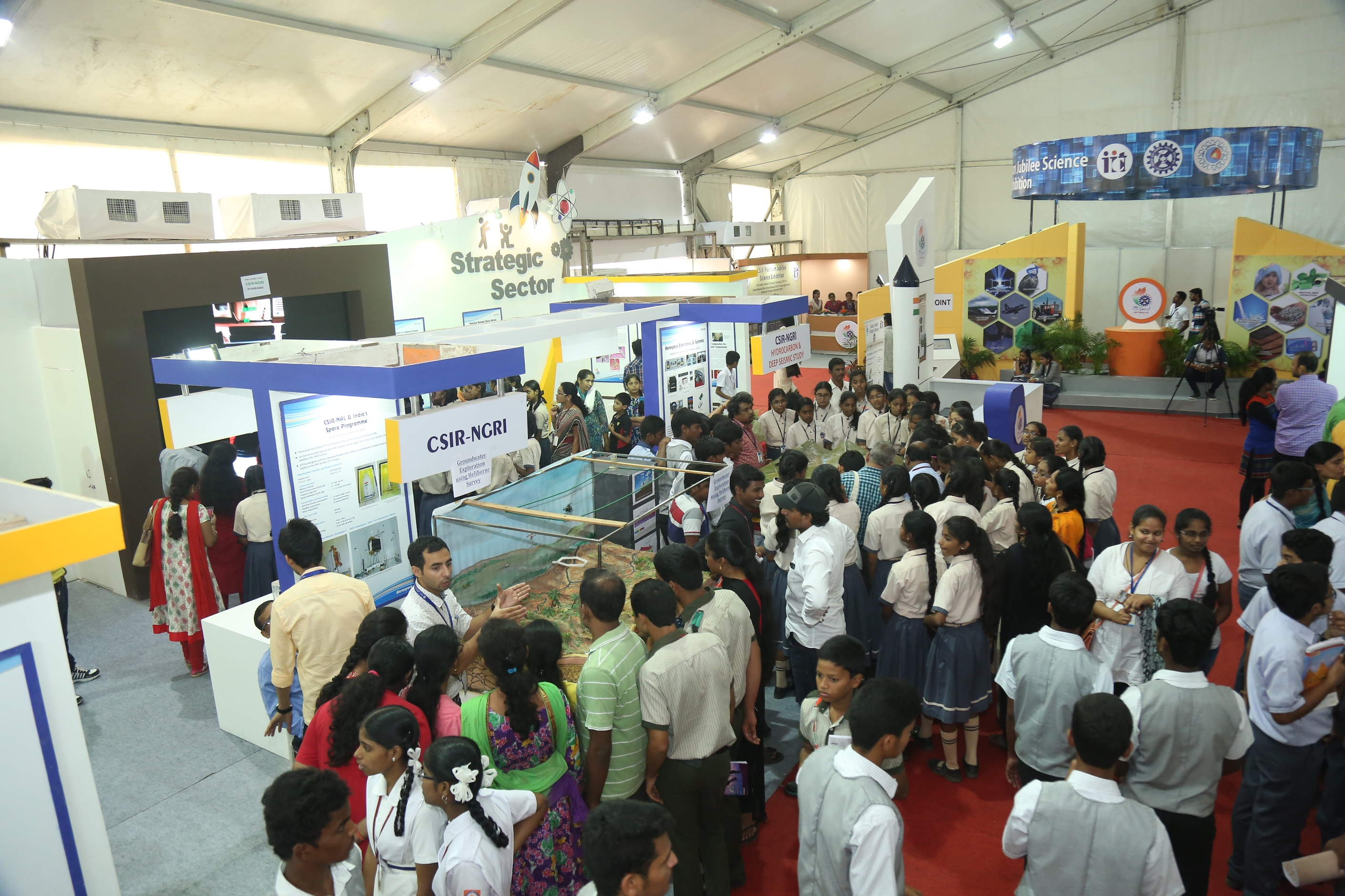 Outreach events for showcasing Geoscience opportunities for youngsters and public